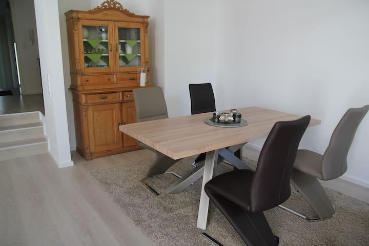 Großzügige Wohnung mit Flair / Comfortable Flat - Dreieich