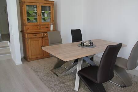 Komplett renovierte & großzügige Wohnung mit Flair - Dreieich - Apartament