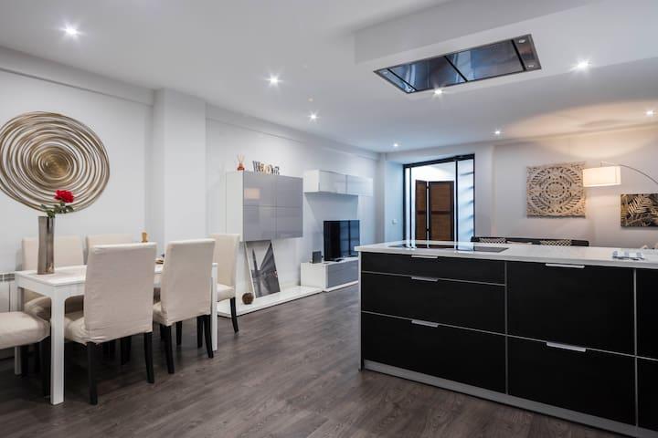 Apartamento Lujo Latina,  85 m2, 2 hab, 6 pax,