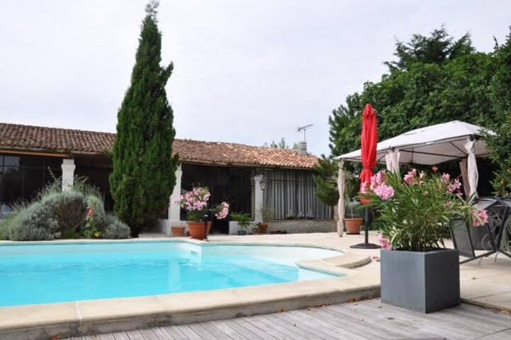 Le Studio piscine - Andilly - Radhus