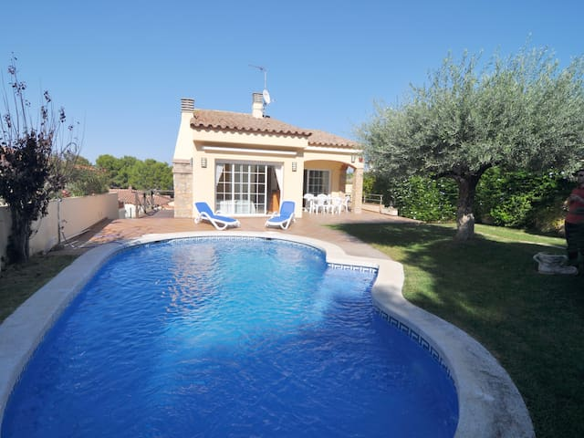 HOUSE WITH PRIVATE POOL AND A BEAUTIFUL GARDEN - COSTA BRAVA