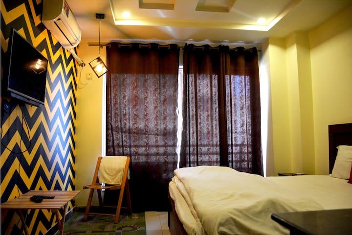1 Bed Studio +Kitchen+Netflix+Wifi, in Bahria Town