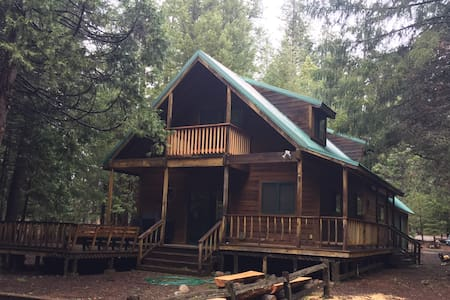 Cozy Cabin 9 miles to Lassen Park - Shingletown