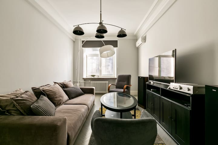 Spacious luxury apartment in the center of Moscow