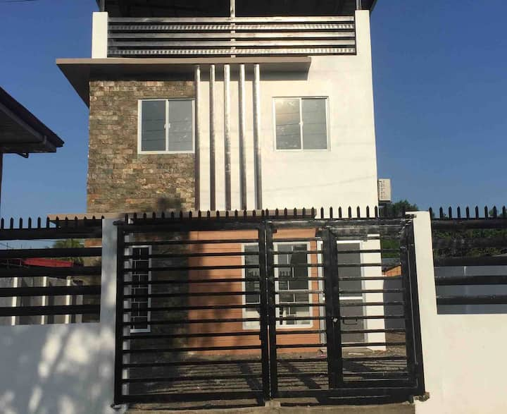 San Carlos Home: Air-con house with 4 BR/3 BTH