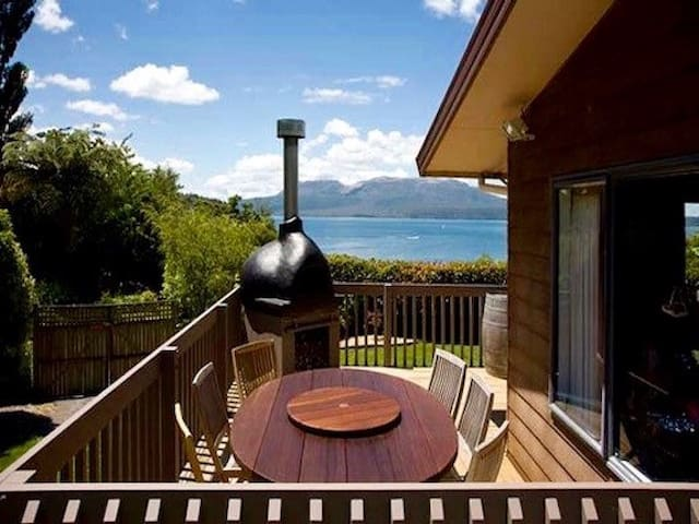 Lakeside Escape - Lake Tarawera Holiday Home - Lake Tarawera