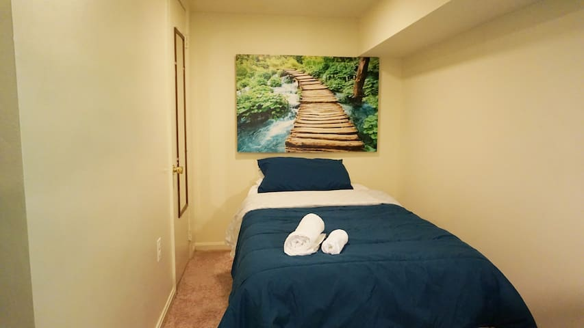 Warm and inviting! Private Room with Private Bath - Baltimore - Flat