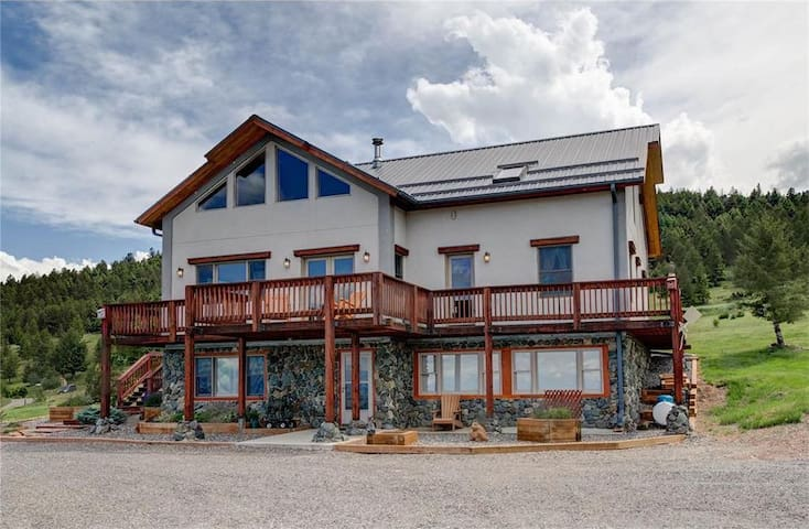 Spacious Lodge Home with Breathtaking Views of Crazy Mountains| 4 Bedroom, 3.5 Bathroom