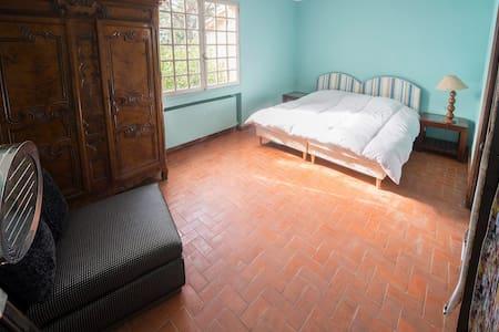 Chambre RDC dans un mas + SDB - Puget-sur-Argens
