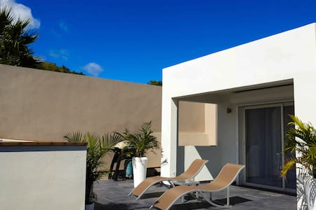 Private fully Equipped with Pool Near the Beach