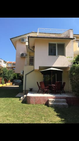 3 Bed Holiday Home with Sea Views &  Shared Pool