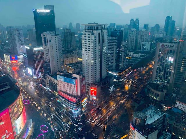 【pure soul】月从白 /新街口小宅 双地铁口 /夫子庙 省中医院/37楼俯瞰南京夜景