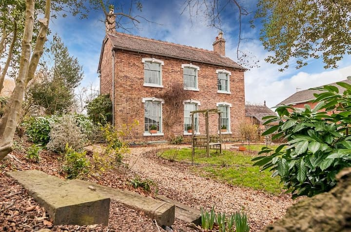 B and BnB - gorgeous farmhouse - Ironbridge UNESCO