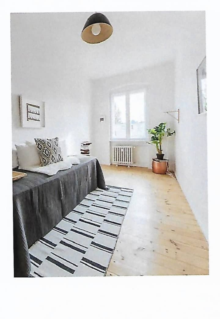 Nettes kleines Zimmer im Altbau Nähe Insbrucker Pl