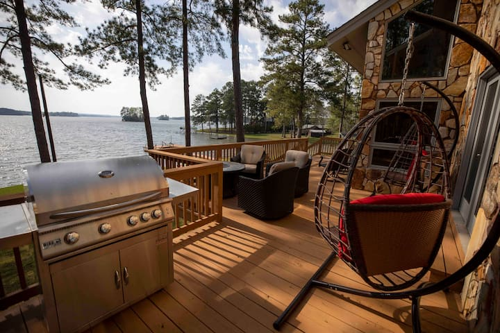 6000+ SF Lake Wateree - boat ramp, kayaks & dock!