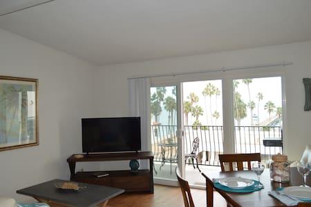 Villa Portofino 1 bedroom apt steps to pier & surf - Apartment