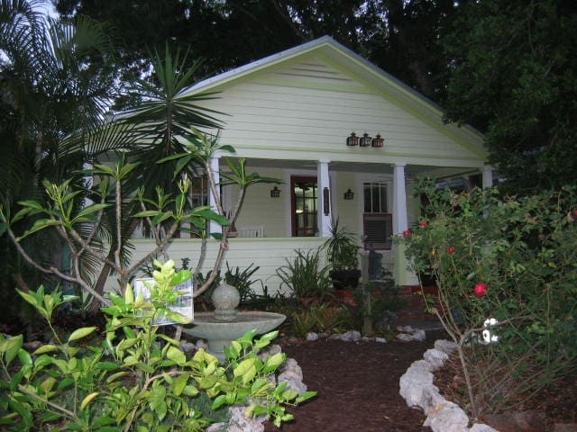 Cottage c. 1920 Downtown Sarasota Neighborhood