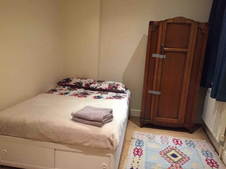 Room in Richmond  20 min Heathrow