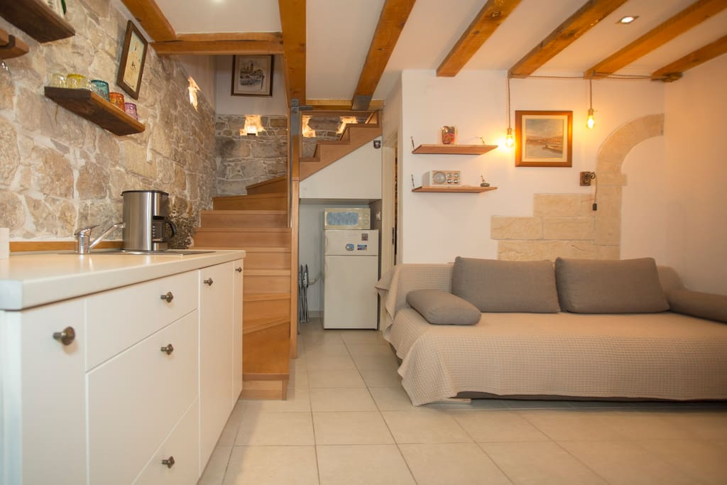 A view on the kitchen and sofa from the main doors