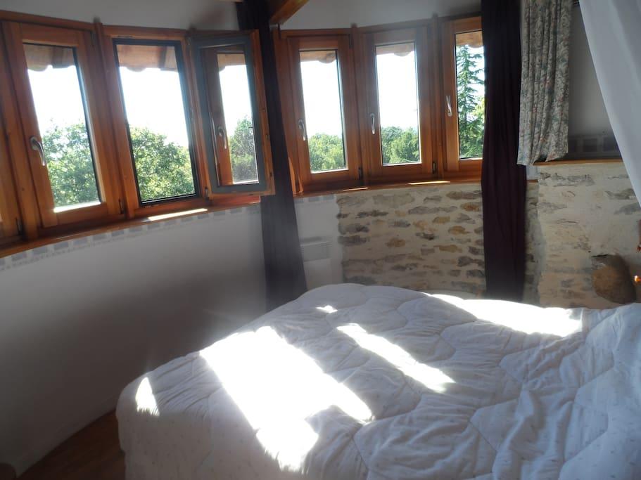 Une belle chambre avec vue panoramique sur le parc naturel
