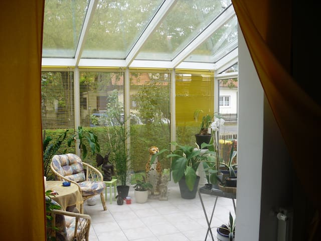 Wohnung kompl. möbiliert 70 m² EG, Wintergarten,Pp - Augsburg - Daire