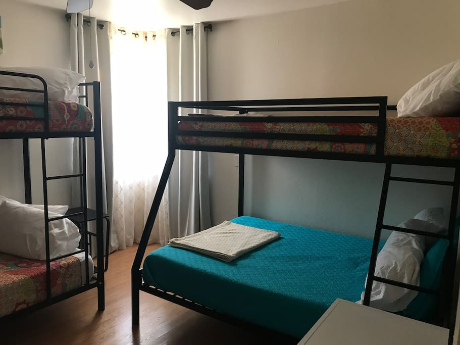 1 set of bunk beds