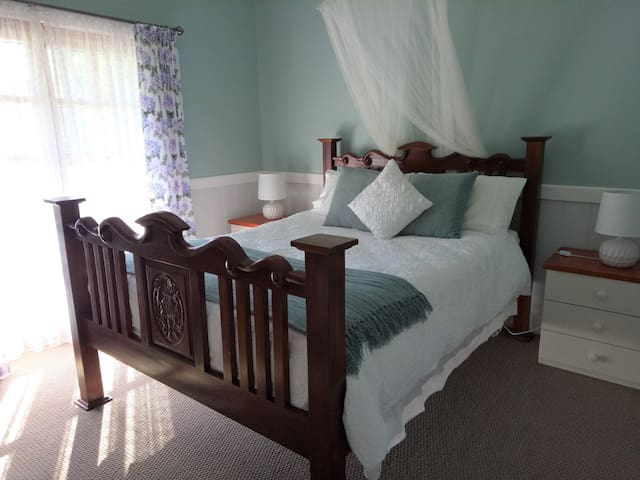 This is bedroom 1. A comfortable queen bed.  It has fan, ducted heating and mozzie net.