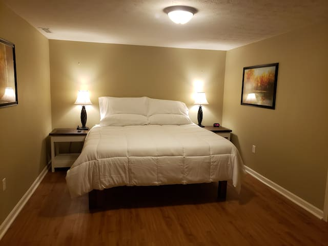 Staunton Hideaway, Shenandoah Valley luxury apt.