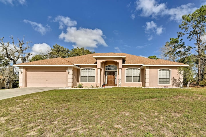 Bright Spring Hill Home - 10 Mins to Weeki Wachee!