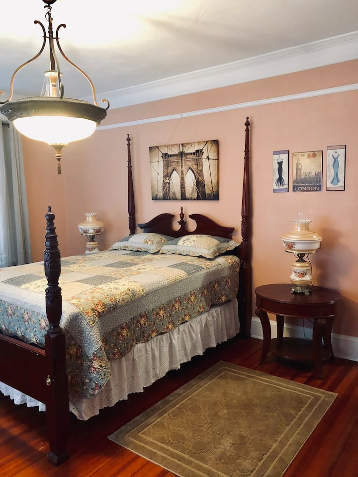 The Andrews Room at the Anding House B&B