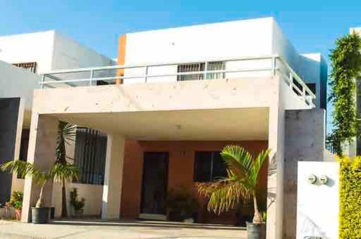 Bonita y cómoda  Casa completa sector Cumbres fact