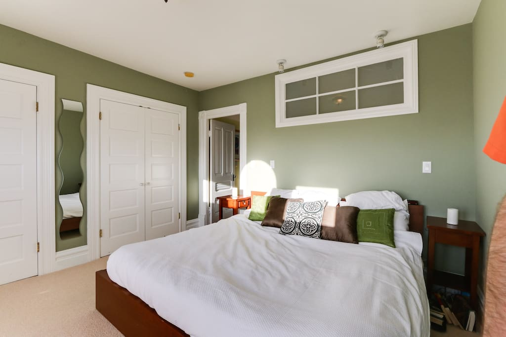Master Bedroom (Cal King Natural Mattress)