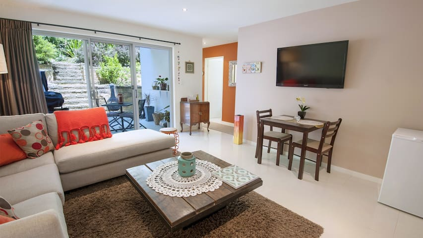 Lake View - private one bedroom flat, pets allowed - Elizabeth Beach - Apartemen