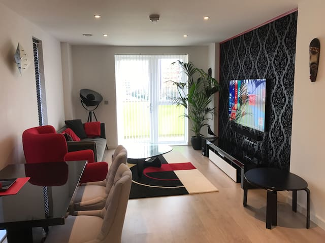 A clean and tidy room by Wembley Stadium/Arena! - Wembley