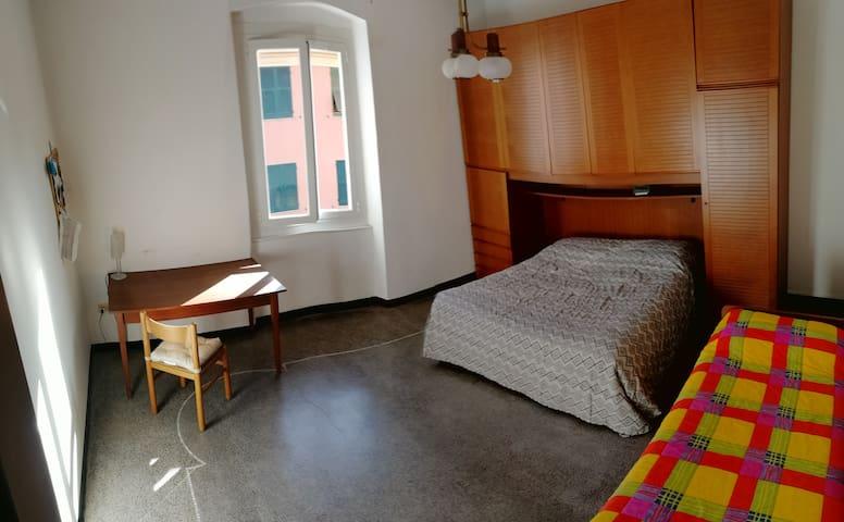 Genova,stanza in appartamento.CITRA 010025-LT-1343