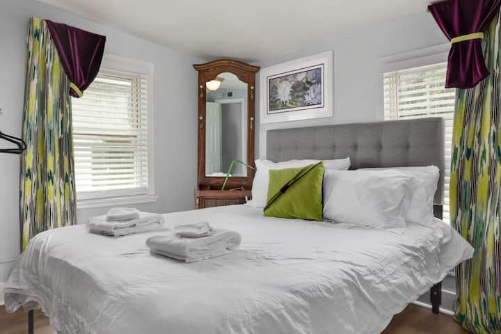 Cozy  Durham Nest @ Merrick Room E