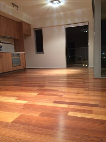Comfortable Modern 2 Bedroom Apartment, West Perth - West Perth - Apartment