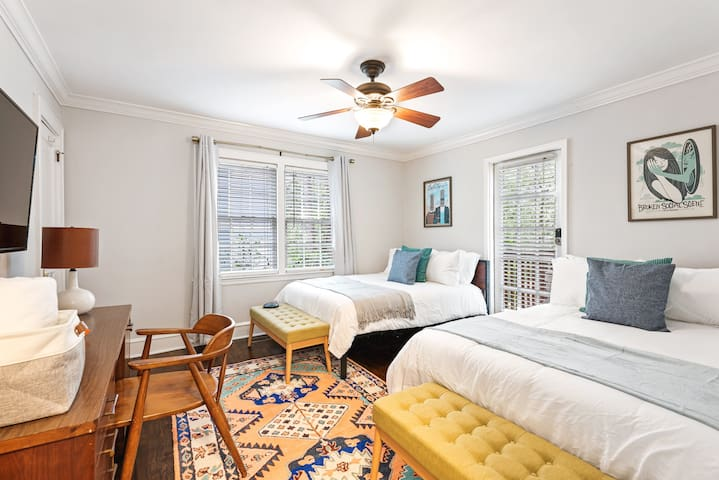 2 Full size beds to comfortably sleep 4 guests