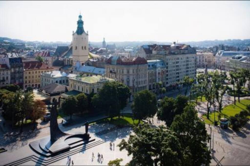Панорамний вид на центр Львова з більшості номерів хостелу PANORAMI Center