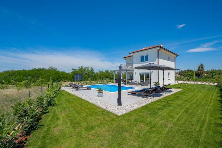Modern Villa Grazio with pool and panorama seaview