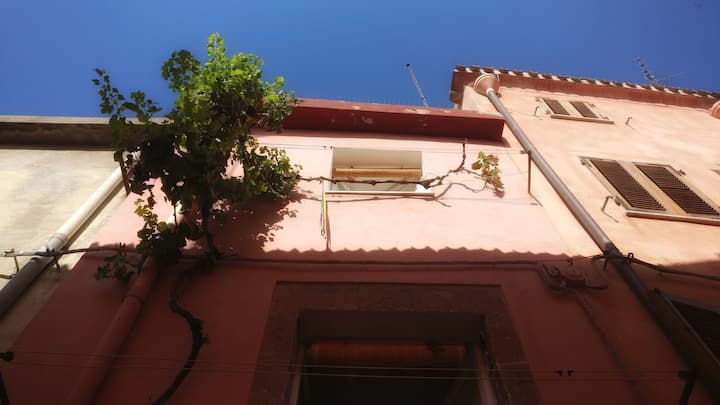 Bosa, 3 storey home in the old town