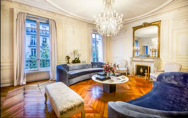 5* LUXURY Includes Chauffeur-Walk to Eiffel Tower