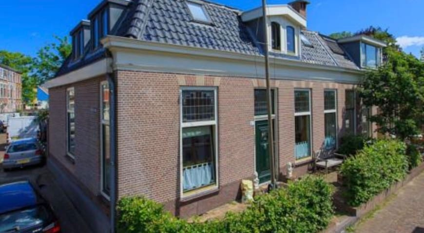 Big 4 bedroom house+garden at the center of Leiden