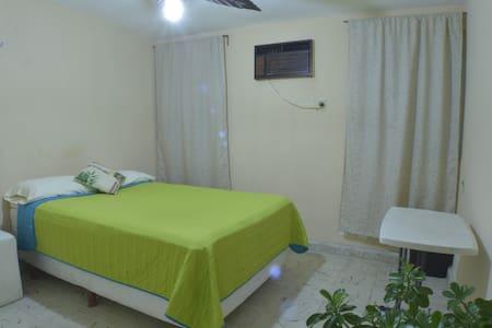 2) HABITACION  EN CENTRO DE CANCUN - Cancún - Casa
