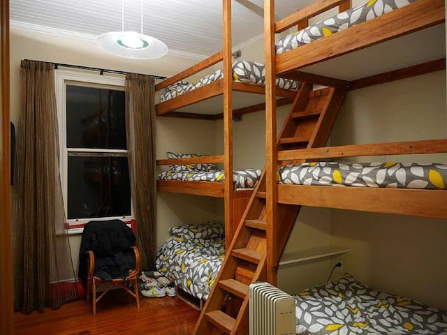 Lake's End Lodge - BunkBed Room - Kingston - Bed & Breakfast