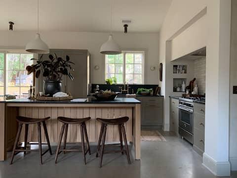 The Fernhaus - Luxury Cabin Across from East Bay