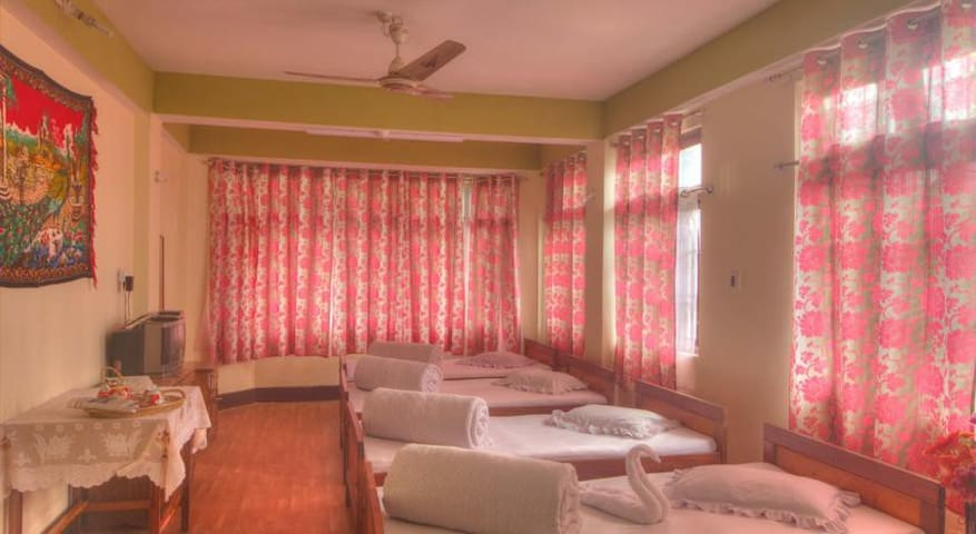 Himali Guest House@4 Bed Room - Kalimpong - Gästhus