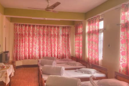 Himali Guest House@4 Bed Room - Kalimpong