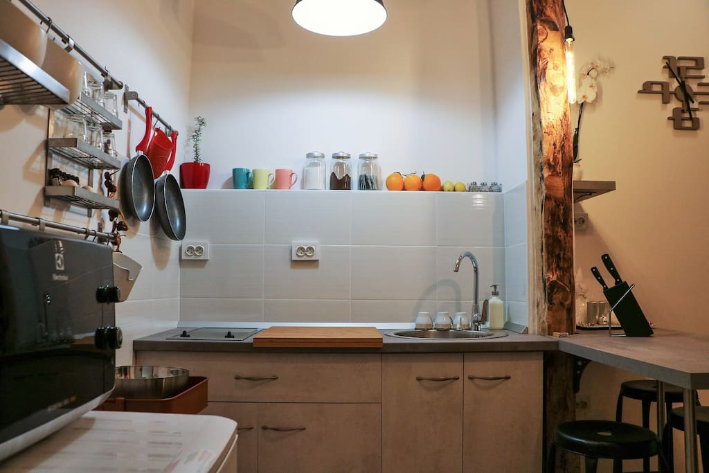 Kitchen/Stovetop, Sink, Dining Area
