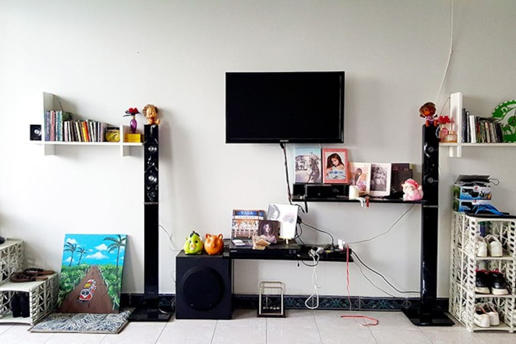 The living room facilities you can use are: television, DVD player, speakers, refrigerator, sofa, fan ..